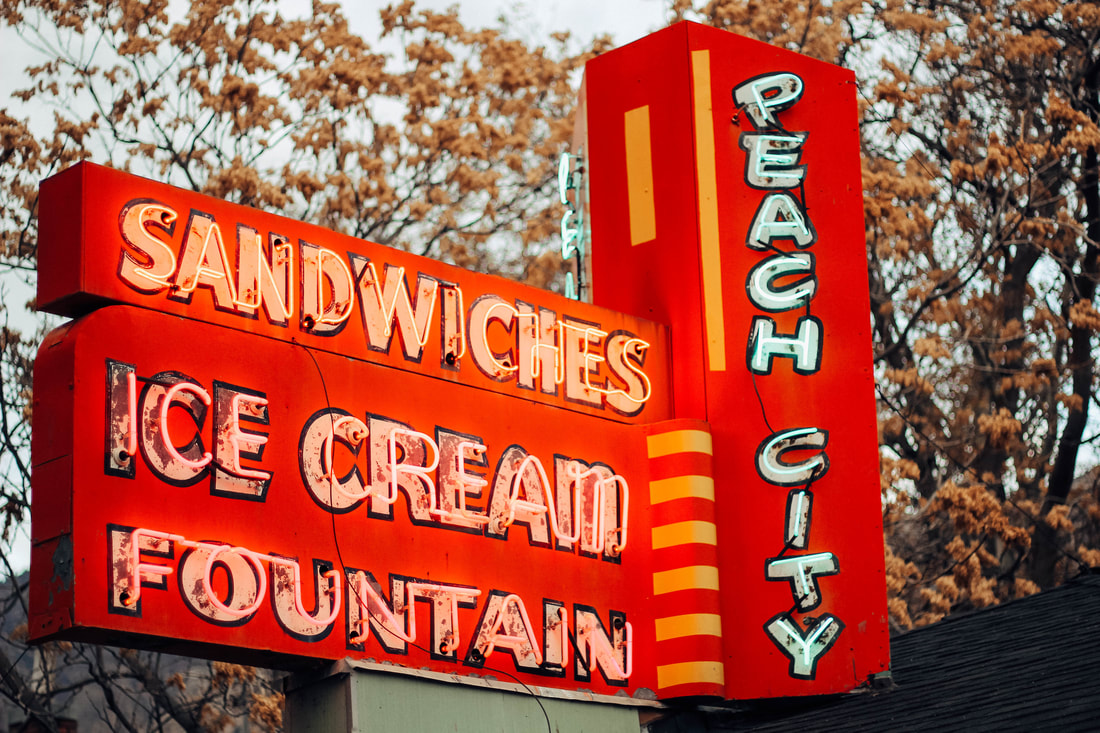 The original Peach City sign. Started by Bill Harris in 1937.
